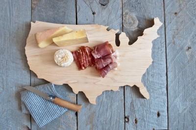 Una tabla de cortar personalizada con la forma del país, la región o la provincia que quieras