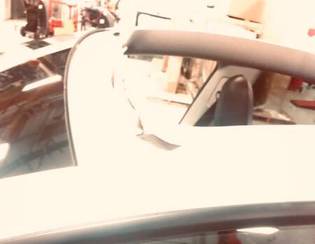 Un Tesla Model Y pierde el techo en una autovía