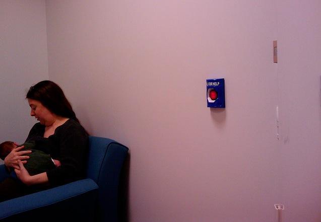 Sillón en la sala de lactancia