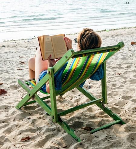 Los 25 libros más recomendables para meter en la maleta este verano