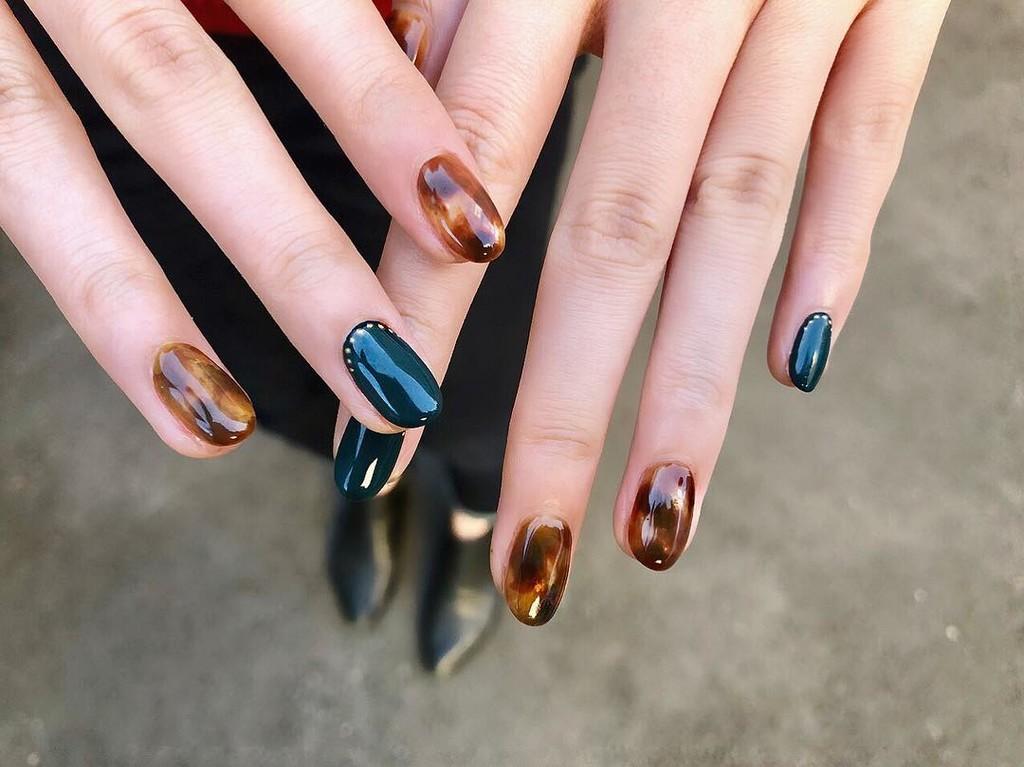 Las uñas de carey son lo más sofisticado que verás hoy: te