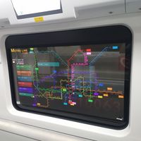 Pantallas OLED transparentes de LG en el metro de China: muestran información de rutas, horarios, el clima y hasta noticias