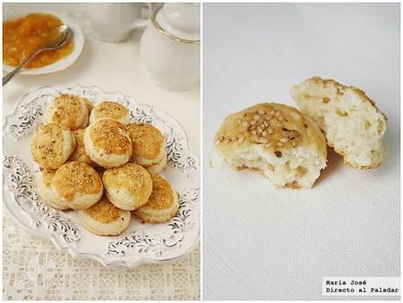 mini scones con cobertura de parmesano y sésamo