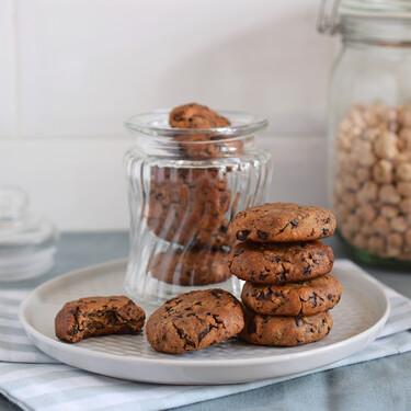 Galletas de chocolate y garbanzos con mantequilla de cacahuete: receta vegana y sin gluten para un dulce muy nutritivo