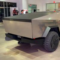 La Tesla Cybertruck se luce fugazmente en un museo de Los Ángeles y deja ver nuevos detalles