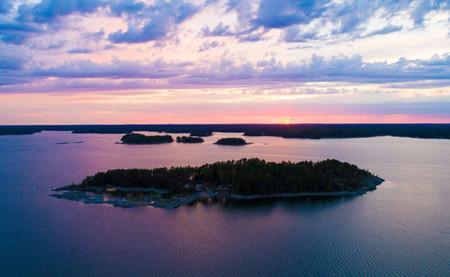 SuperShe, la isla finlandesa donde los hombres están prohibidos (y las mujeres pobres, también)