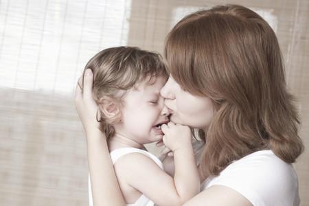 madre consolando