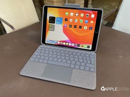 """La funda y teclado Logitech Combo Touch transforma tu iPad Air y Pro en un """"mini portátil"""" con trackpad por 124,99 euros en Amazon"""