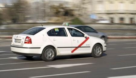 Los taxistas madrileños no repercutirán la subida del IVA a sus clientes