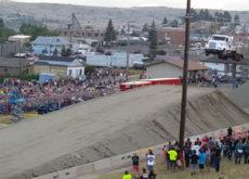 El vídeo más impresionante que verás hoy es éste récord de salto en camión