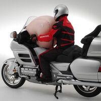 Estas patentes demuestran que Honda está trabajando en un airbag para scooter 15 años después
