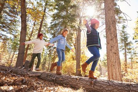 El sentido del equilibrio en los niños: en qué consiste, cómo se desarrolla y qué actividades podemos hacer para potenciarlo