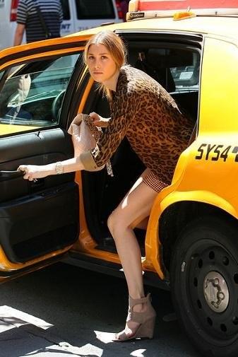 Famosas y street stylers siguen apostando por el print de leopardo como estampado estrella