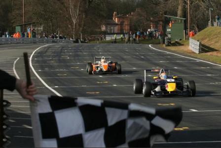 Alguersuari suma su primera victoria en la F3 británica
