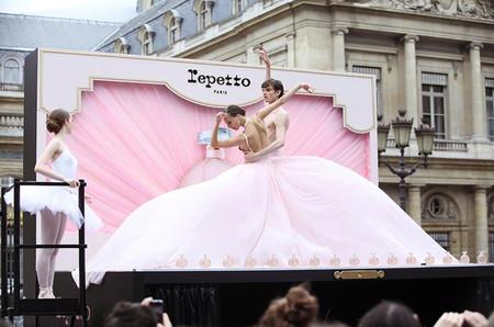 Con motivo del lanzamiento de su Eau de Parfum, Repetto nos invita a disfrutar del ballet a cielo abierto
