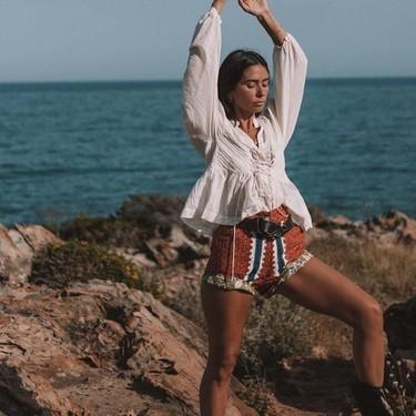 Las chicas de moda tienen nuevo objeto de deseo: el short con estampado étnico de Antik Batik se está haciendo viral