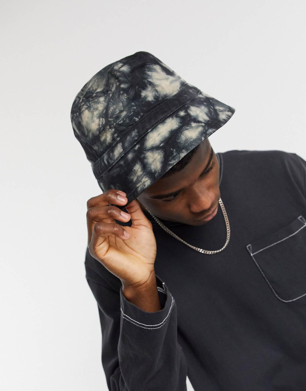 Sombrero de pescador con diseño tie dye grunge de denim de Reclaimed Vintage Inspired