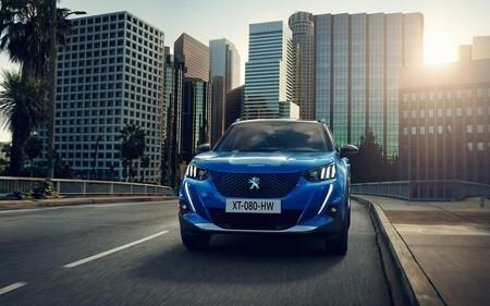 Los coches más vendidos en 2021 en España: el Peugeot 2008 manda, con el SEAT Arona pisándole los talones