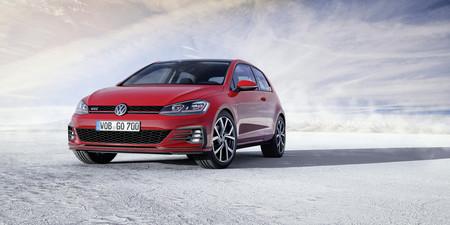 El Volkswagen Golf GTI también se actualiza y recibe 10 y 15 caballos extra por su 40 cumpleaños