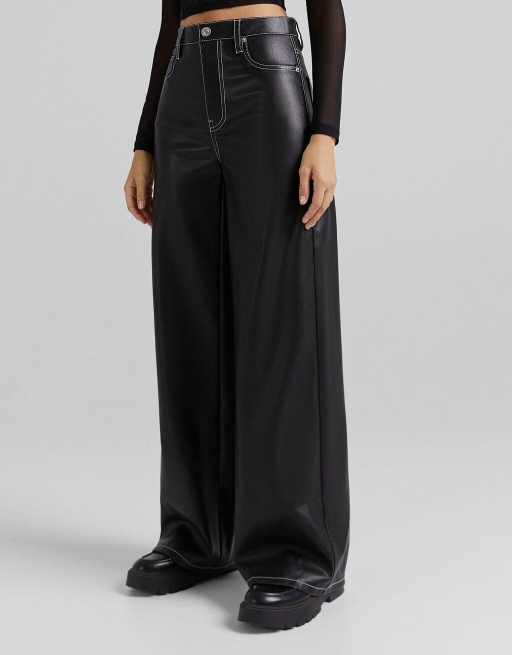 Pantalón wide leg efecto piel contraste