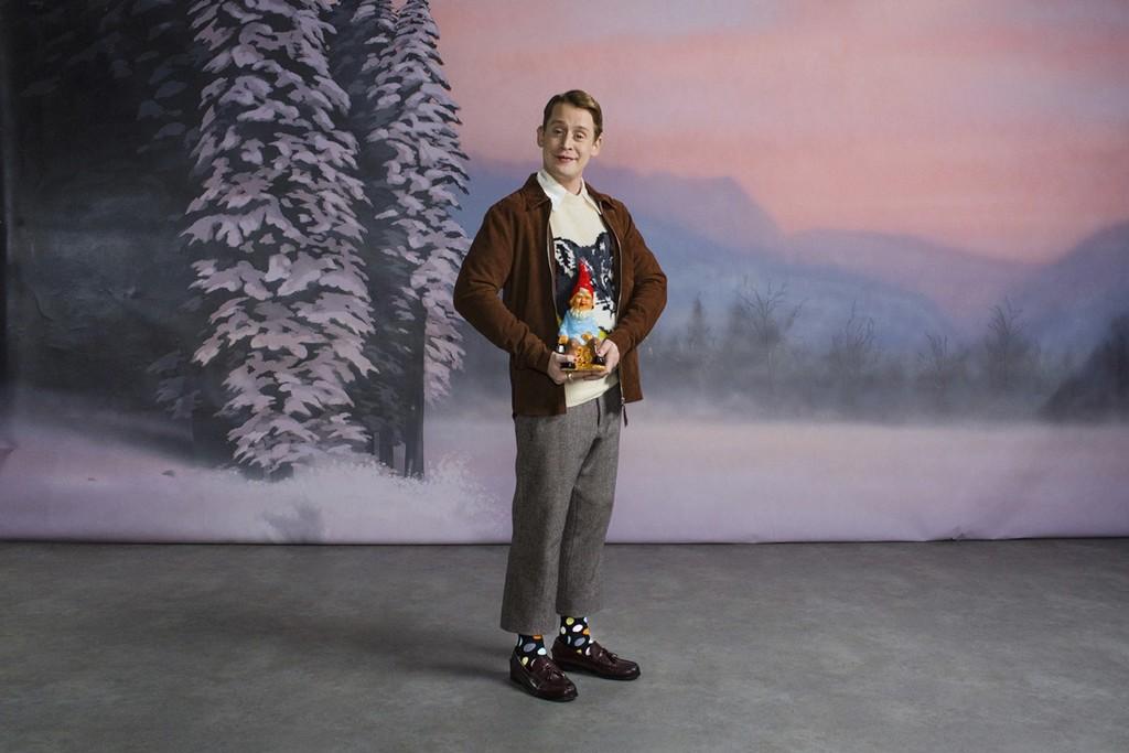 Macaulay Culkin nos acerca a la Navidad en su divertido spot para Happy Socks