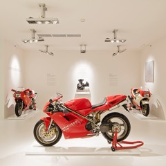 Foto 60 de 73 de la galería ducati-panigale-v4-25deg-anniversario-916 en Motorpasion Moto