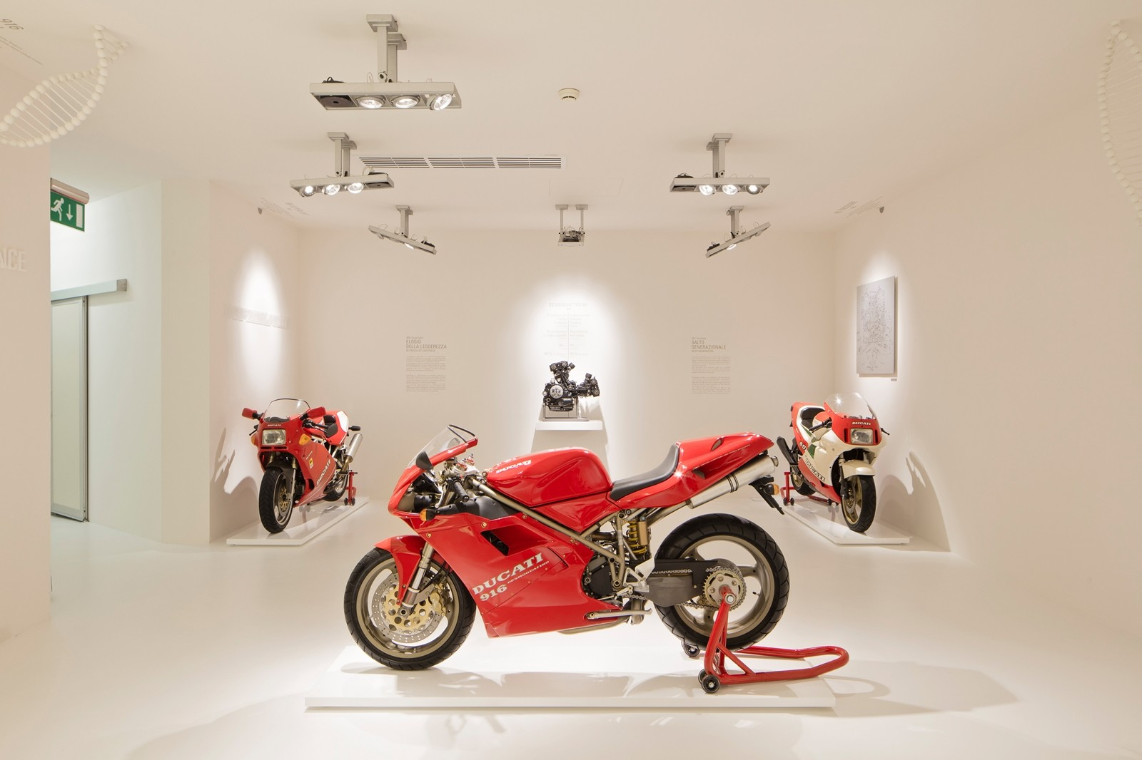 Foto de Ducati Panigale V4 25° Anniversario 916 (60/73)