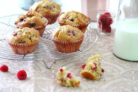 Muffins de chocolate blanco y frambuesa. Receta