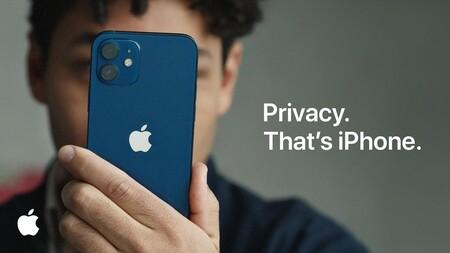 """Críticas a la monitorización anti-pornografía infantil de Apple: WhatsApp descarta sumarse a ese """"revés para la privacidad"""""""