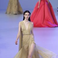 Vestido de gasa dorada Elie Saab Primavera-Verano 2014