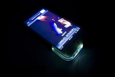 """Carcasa para iPhone que añade un """"LED"""" para notificaciones"""