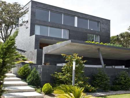 Casa de lujo en España: La modernidad del Estudio MDBA en Cabo de Ajo