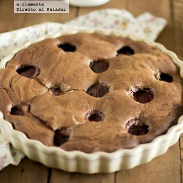 Tarta de chocolate y ciruelas rojas: receta fácil para una merienda dulce