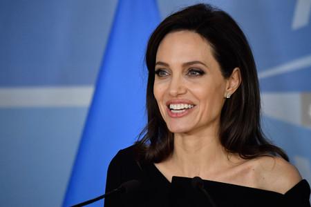 Estilazo de Angelina Jolie en París ¡la actriz impacta con sus lookazos!