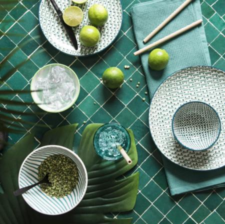 Vajilla Hoya De Loza Blanca Con Motivos Graficos Verdes