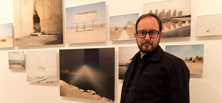 """""""La imagen ha perdido importancia, hoy haces la foto, la subes y mañana no existen."""" Eduardo Nave nos presenta su exposición Like"""
