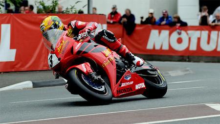IOMTT 2013: Honda TT Legends honra la memoria de Joey Dunlop con una decoración muy especial