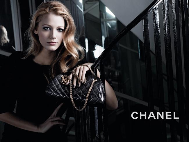 Foto de Nuevas imágenes y tomas extra de Blake Lively para la campaña de bolsos de Chanel Mademoiselle (6/6)