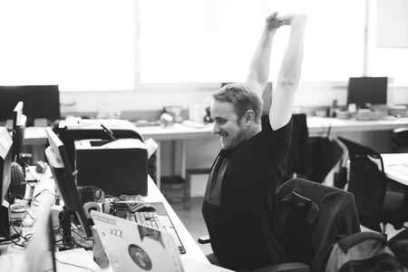 Vence el sedentarismo en tu oficina: sencillos ejercicios que puedes poner en práctica