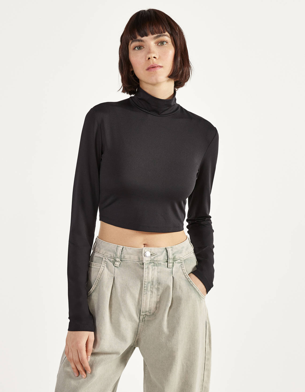 Camiseta cropped de cuello alto y manga larga