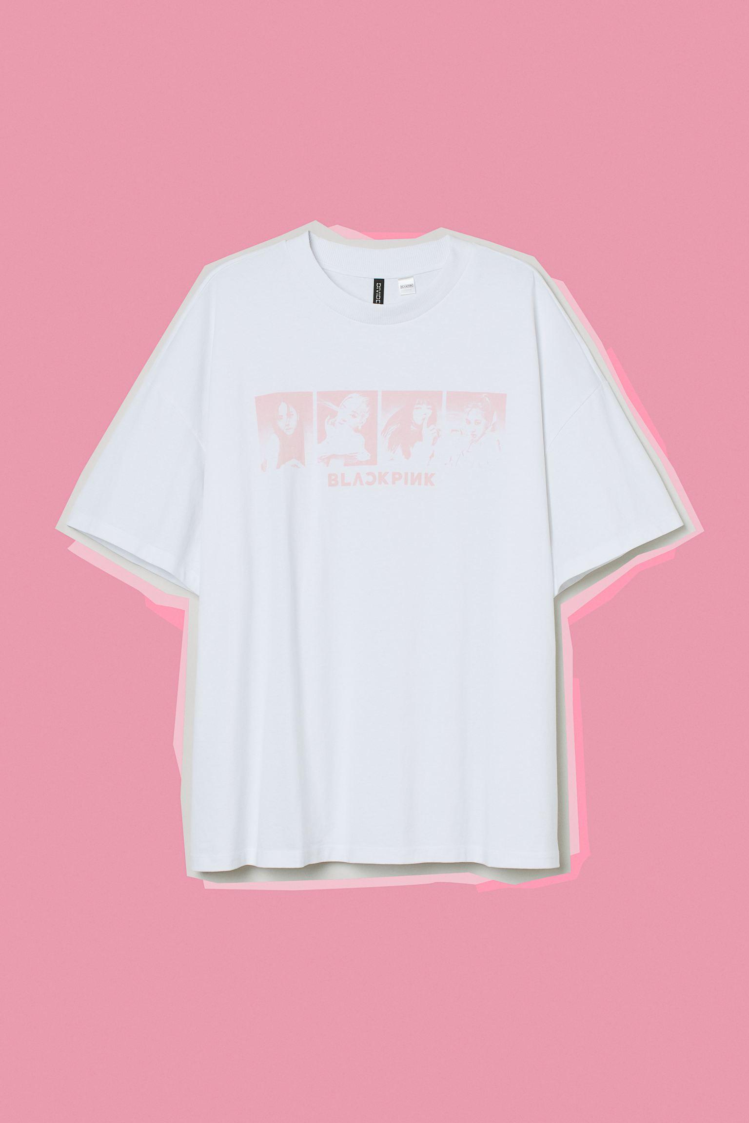 Camiseta oversize en punto de algodón con motivo estampado delante. Modelo de media manga con hombros marcadamente caídos y cuello redondo ribeteado en canalé.