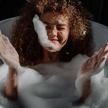 Nueve formas de usar el aceite de coco en la piel, el pelo y la cocina, según una editora de Trendencias
