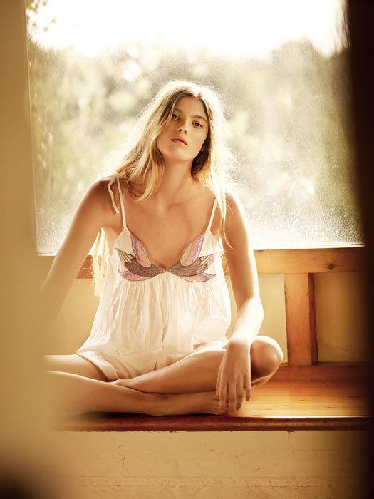 Oysho campaña Primavera-Verano 2012: la sobriedad íntima