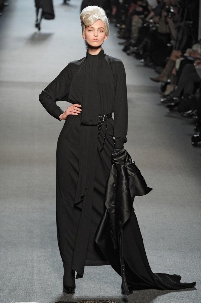 Foto de Jean Paul Gaultier Otoño-Invierno 2011/2012 en la Semana de la Moda de París: el lado sexy del estilo ladylike (14/27)