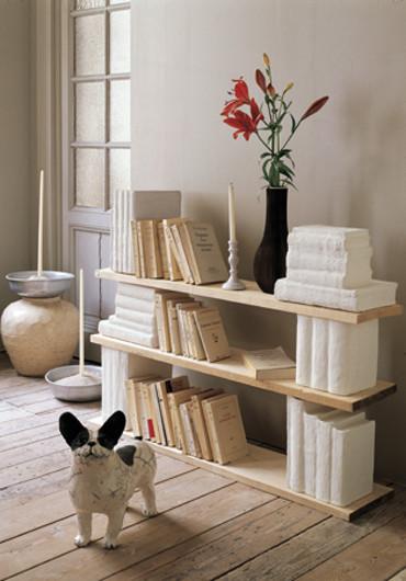 Hazlo tú mismo: Estantería de aire romántico en madera y yeso