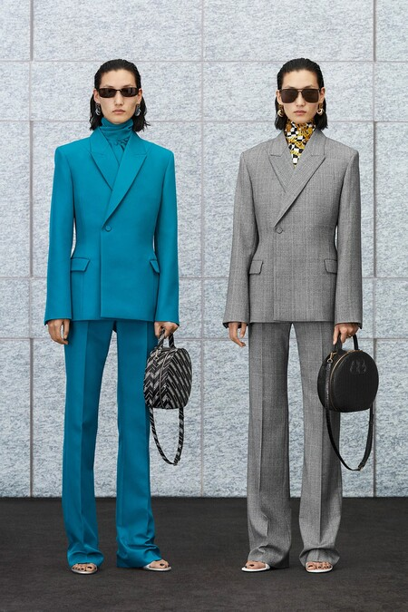 Clonados y pillados: lograr un efecto Balenciaga en tu estilismo final es posible gracias a Zara y este blazer entallado
