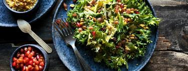 Ensalada de escarola, granada y kikos con vinagreta de frutos rojos, receta fácil y rápida