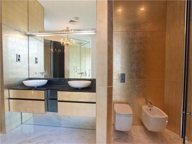 Baño Bajo Escalera En U:Casa de lujo en España: arquitectura moderna en Sant Feliu De Guixols