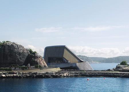 Desde fuera parece una roca... pero en realidad es el primer restaurante submarino de Europa (y nos encanta)