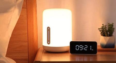 """Millones de colores y diseño moderno: la lámpara """"inteligente"""" Xiaomi Bedside Lamp 2 está rebajada en MediaMarkt a 24,90 euros"""